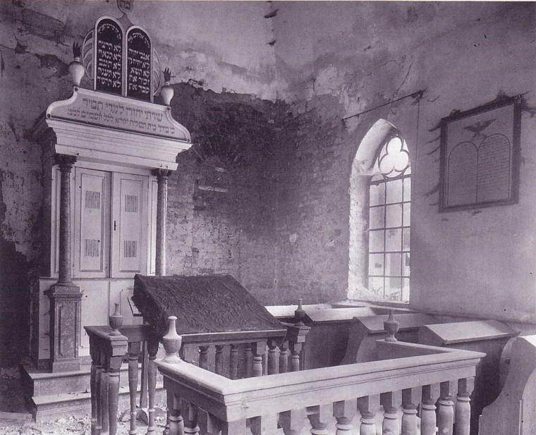 http://www.phila-gert.de/spgkl/bilder/synagoge-innen-1930.jpg